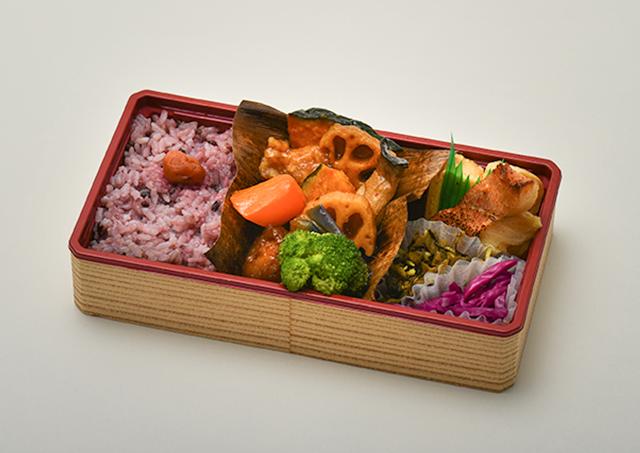 鶏と野菜の黒酢弁当(赤魚の柚子味噌焼き入)