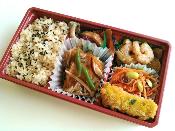 玄米ご飯と野菜充実ヘルシー弁当