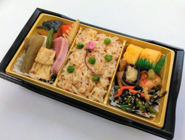 季節ご飯と煮物弁当(ごぼうご飯)