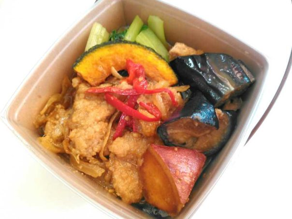 豚ヒレ肉と野菜の生姜焼き丼