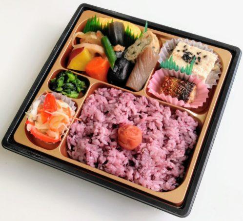 黒米ご飯と煮物充実弁当