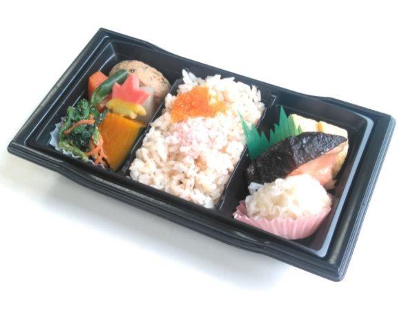季節の炊き込みご飯と煮物弁当(かに飯)