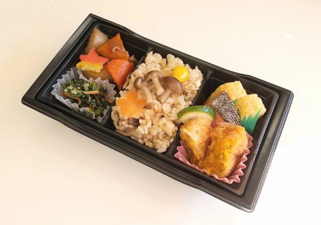 季節ご飯と煮物弁当(きのこご飯)