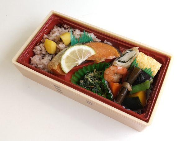 赤飯と銀鮭の柚庵焼き弁当